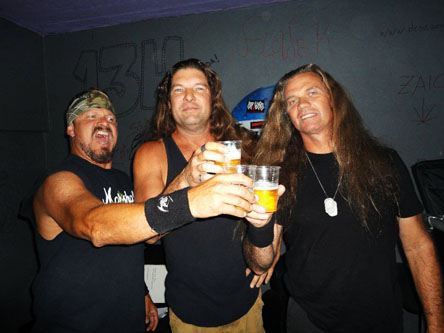 http://thrash.su/images/duk/AT WAR - band.jpg
